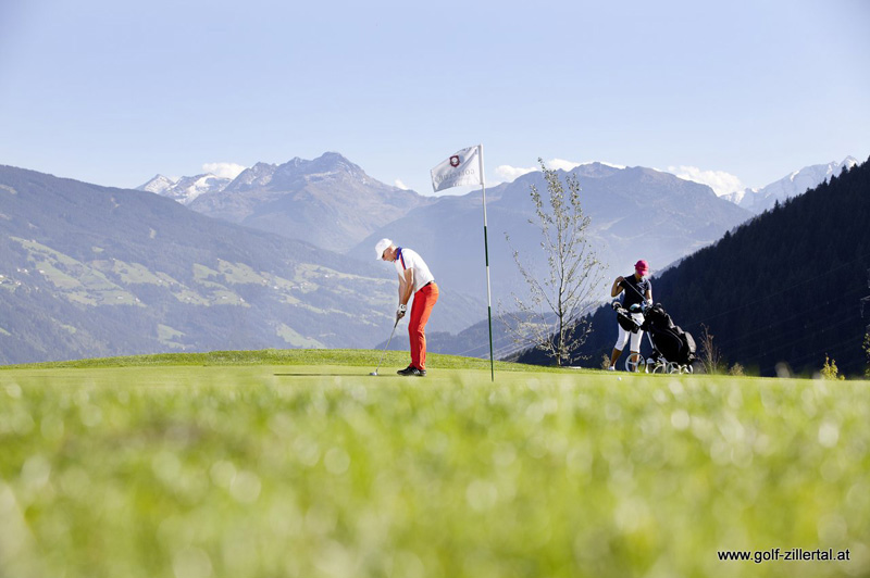 Der 18-Loch Golfplatz in Uderns in Zillertal